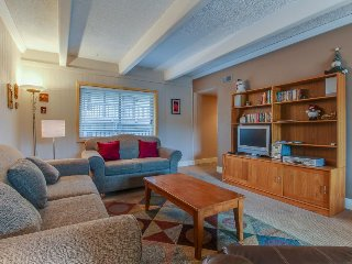 Shuttle to lifts from condo w/ panoramic views & shared pool/ hot tub!