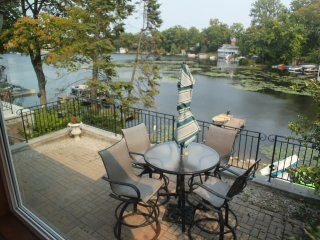 Shorewood Lake Orion Getaway