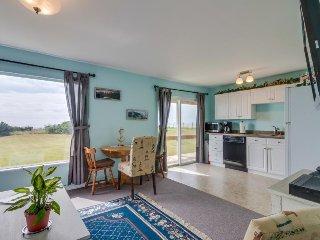 Cozy, beachside duplex w/ ocean views - family-friendly coastal living!