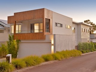 Dunsborough holiday home a short walk to the beach golf and the town centre