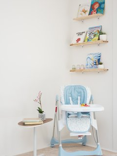 Youth corner ready with children books, high chair and onsite travel crib