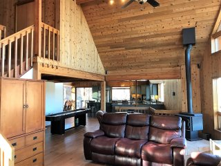 Three Level Cedar Chalet Overlooking the Valley and Baldwin Lake
