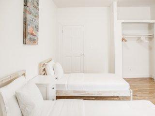 Spacious 3 bedroom - Sleep 8 - 15 min to Manhattan