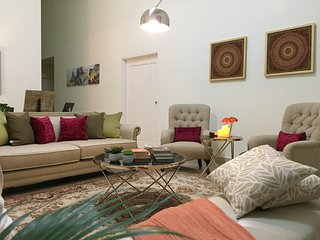 Crown Villa at 70 Bandar Baru Enstek near Sepang F1/Nilai/KLIA/KLIA2/Tabung Haji