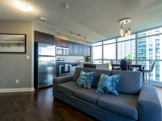 Downtown - Lakeshore - 2 Bed + Sofa Bed, 2 Bath