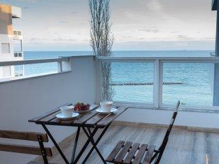 3b Deluxe Beachfront - Londa Beach