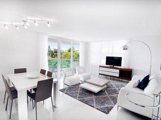 8 Guests 3 Bedroom Suites - Seacoast Suites - Long term(1)