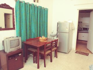 Seaward Ave - Thiruvanmiyur , By the  Beach , Short Stay home