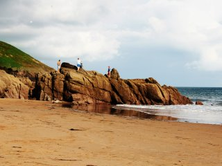 Two bedroom cosy holiday home sleeps 5 almost on the beach at Freshwater East