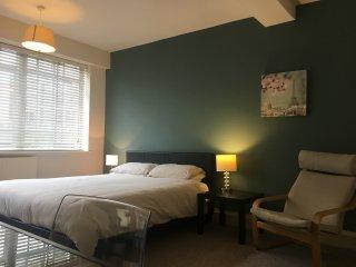 4 bedroom/3.5 bathroom townhouse, 3 storey, Bayswater W2. Sleeps 8-10.
