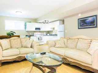 New, Quiet Ravine Suite Near West Edmonton Mall - Long Term Stay Special!