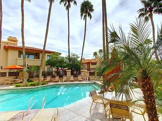 Resort Community: Three Heated 24/7/365 Pools; 1/2 mile walk to N. Mtn. Preserve!