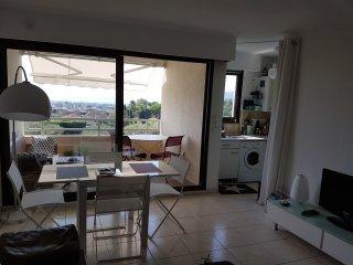 Superbe appartement , terrasse et magnifique vue mer, tennis et piscine, parc