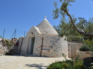 Romantic trullo with terrace and pool in the Itria Valley