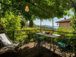 Mimosa restored lake view peacefull apartment
