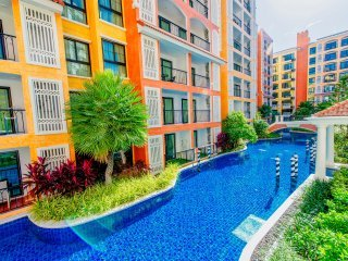Spacious waterpark apartment with (Pool/gym/sauna/game rooms)