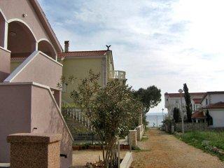 Vir Beach-One bedroom apartment 1 with balcony- 4p