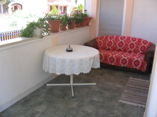 Bozena Nin - Two bedroom apartment with balcony-4p