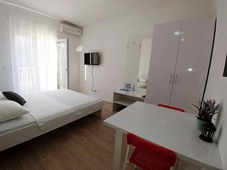 Perkova III/2 Studio apartment 2 with balcony 2 ps.