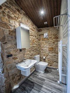 Aparte del jacuzzi, los usuarios tienen un baño con todas las comodidades