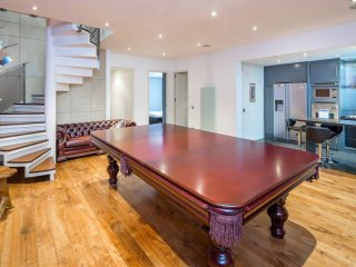 3bed, 3bath duplex luxury apartment in Kensington