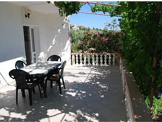 Jerolima II-Two bedroom apartment on ground floor-8ps