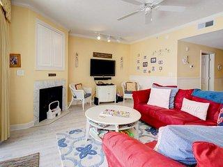 Breezy beach condo with a fitness room, balcony & seasonal rooftop pool!