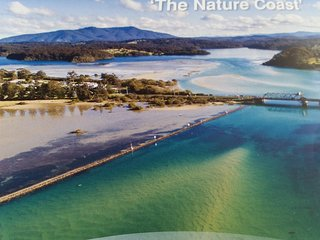 Opposite the Narooma Inlet and walkways, close to all shopping and Amenities.