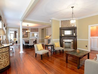 The Palmetto (Elegant & Spacious Home for a Group)
