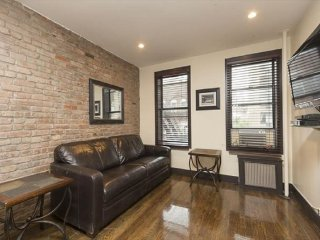 HUGE 2BR Murray Hill/ Gramercy (8559)