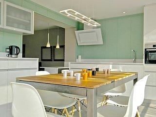 Sunny terrace 3BR luxury Penthouse - Ferran Batik, aluguéis de temporada em Palleja