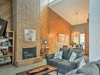 Lubbock Townhome w/Grill -5 Mins to TTU & Downtown