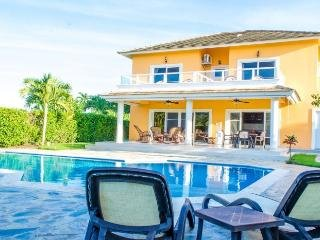 Luxury 7 Bed w/ private pool, water park, gym