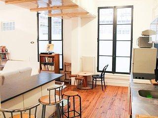 Great Parisian loft ideally located in trendy area