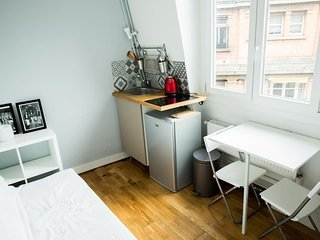Studio 5 minutes' walk from the Champs Elysees