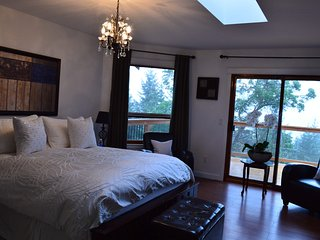 Armand Heights Bed and Breakfast    Arbutus room