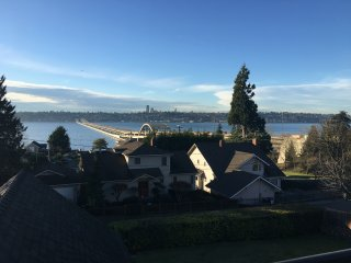 Lovely *Brand New* Guest Suite 15 min to Seattle!