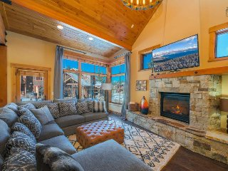 Elegant 3 bedroom North Lake Tahoe home with outdoor fire pit - Sagebrush Cabin