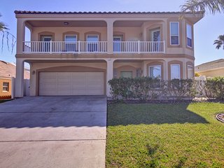 AWESOME 6BD/4BA,HOT TUB/HEATED SWIM.POOL,BILLIARD TABLE,4 HOUSES TO BEACH, WIFI