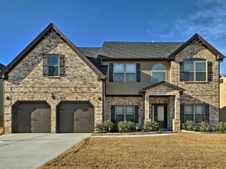 NEW! 4BR Lithonia House - 25 Mins from Atlanta!