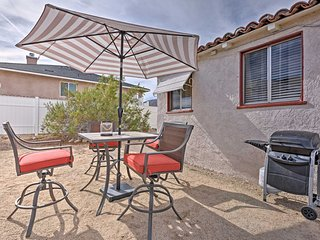 NEW! Cozy 1BR Joshua Tree Area House w/ Yard!