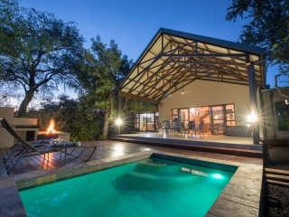 Twiga Tower - Lodge sleeps 10, in Hoedspruit Wildlife Estate, close to Kruger.