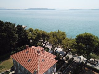 GOLDEN TIMES SEAFRONT Holiday House Kastela