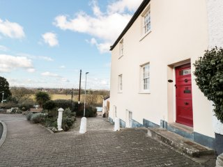 WYE VIEW, open-plan, contemporary, views over River Wye, in Ross-on-Wye, Ref