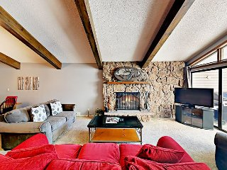 Huge 4BR Condo w/ Heated Pool & 2 Hot Tubs - Walk to Gondola, Lake, Dining