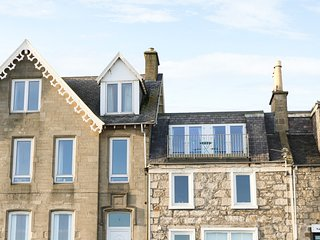 SEASCAPE, balcony with incredible sea views, centre of Lossiemouth, WiFi, Ref