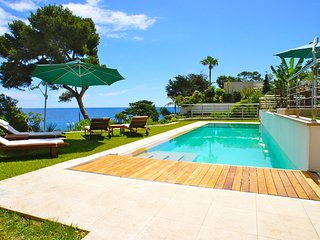 Seafront Villa with pool and jacuzzi