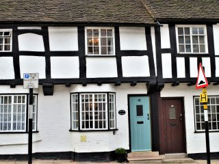 'Charlie's Cottage' Grade ll* Listed Black & White Property in medieval Ludlow