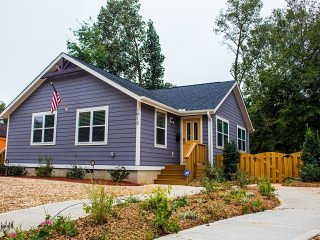 Two-Unit Home Ideal for Groups Visiting Charlotte