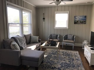 Shabby-Chic Home By Many Entertainment Options